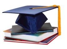 Casquillo y libros de la graduación Imagen de archivo libre de regalías
