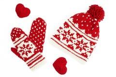Casquillo y manoplas hechos punto del invierno. en blanco Imagen de archivo libre de regalías