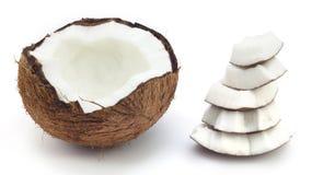 Cassé une noix de coco Image stock