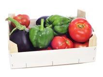 Cassa con le verdure organiche Fotografie Stock Libere da Diritti