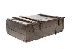 Cassa di legno isolata su un fondo bianco immagini stock