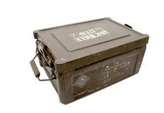 Cassa di munizioni militare d'annata isolata di Brown del metallo fotografia stock libera da diritti