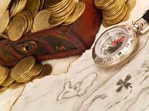 Cassa di tesoro con le monete di oro Immagini Stock Libere da Diritti