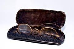 Cassa nera degli occhiali antichi immagine stock