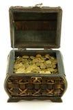 Cassa in pieno delle monete Fotografie Stock