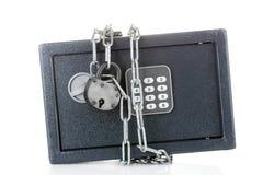 Cassaforte con la catena e la serratura Fotografia Stock Libera da Diritti