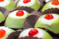 许多小的Cassata siciliana,从西西里岛的传统甜点, 库存图片