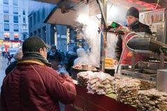 Casse-croûte chauds en jour froid Photo libre de droits