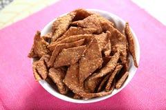 Casse-croûte croquant nutritif, casse-croûte de millet de blé de gramme Photo libre de droits