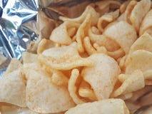 Casse-croûte de biscuit de riz de crevette, spongieux croustillant de biscuit dans le sac Freud photos stock
