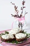 Casse-croûte de fromage sur le pain de seigle Photo stock