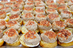 Casse-croûte frit de billes de viande images stock