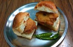 Casse-croûte indien Wada Paav photos libres de droits