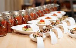 Casse-croûte sur la table de buffet Photos libres de droits