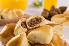 Casse-croûte brésilien Partie d'Esfiha de viande Images libres de droits