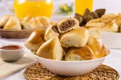 Casse-croûte brésilien Partie d'Esfiha de viande Images stock