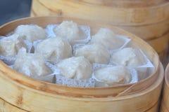 Casse-croûte chinois cuit à la vapeur chaud Image stock
