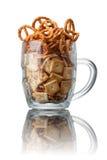 Casse-croûte de bière Biscuits et bretzels salés Photographie stock libre de droits