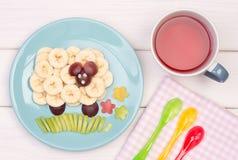 Casse-croûte de fruit pour un enfant Photos stock