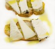 Casse-croûte de pain et de fromage de chèvre Photos libres de droits