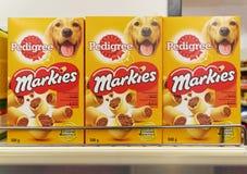 Casse-croûte de pure race d'os à moelle de Markies, poches des aliments pour chiens Image stock