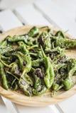 Casse-croûte espagnol de tapas de poivrons verts grillé par padron de piments Photos stock
