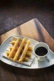 Casse-croûte espagnol traditionnel de chocolat et de petit déjeuner de churros Images stock