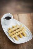 Casse-croûte espagnol traditionnel de chocolat et de petit déjeuner de churros Photo libre de droits