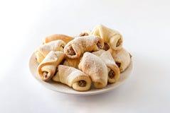Casse-croûte faits maison de noix sur le blanc Images stock