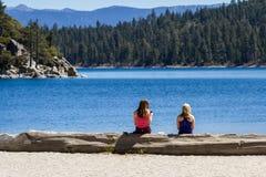 Casse-croûte par le lac Images stock