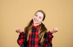 Casse-cro?te savoureux Les enfants adorent des petits pains Hant? avec la nourriture faite maison Nutrition et calorie saines de  images stock