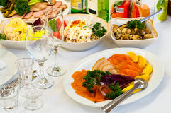 Casse-croûte prêt pour le dîner dans le restaurant Photo stock