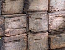 Casse di legno consumate che si siedono fuori Fotografia Stock Libera da Diritti