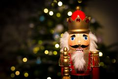 Casse-noix de Noël avec l'arbre de Noël Images stock