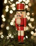 Casse-noix par l'arbre de Noël Photographie stock libre de droits