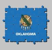 Casse-tête de drapeau de l'Oklahoma dans le bouclier de Buffle-peau avec sept plumes d'aigle sur un champ de bleu de ciel illustration libre de droits