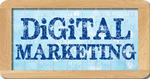 Casse-tête du marketing numérique dans le cadre en bois Photographie stock libre de droits