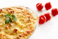 Casserole, η κολοκύνθη και το κρέας, τηγάνισαν με το τυρί, τυρί εξοχικών σπιτιών σε ένα γυαλί Στοκ εικόνες με δικαίωμα ελεύθερης χρήσης