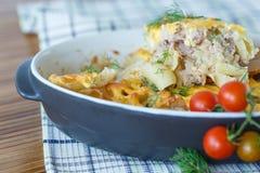 Casserole με τα ζυμαρικά και το κρέας Στοκ εικόνα με δικαίωμα ελεύθερης χρήσης