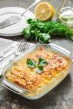Casserole πατατών με το λειωμένο τυρί, το πράσινα μήλο και το λεμόνι Στοκ φωτογραφίες με δικαίωμα ελεύθερης χρήσης