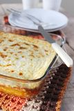 Casserole τυριών εξοχικών σπιτιών με oatmeal και λεμονιών το αγροτικό ύφος απόλαυσης, εκλεκτική εστίαση Στοκ Εικόνα