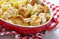 Casserole with cauliflower, leek, bread and cheese Royalty Free Stock Photos