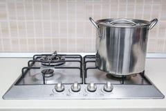 Casserole de pot de cuiseur de fraise-mère photo stock