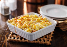 Casserole dish with baked macaroni and cheese Stock Photography