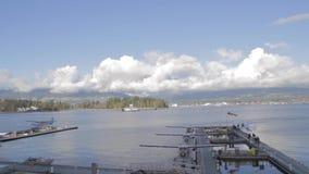 Casserole - jour ensoleillé des avions de flotteur au port Vancouver de charbon banque de vidéos