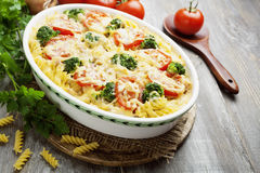 Casserole with pasta, broccoli and tomatoes Stock Photography