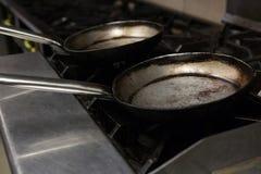 Casserole vide sur la cuisinière à gaz Photo libre de droits