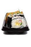 casserolejapanen rullar sushi royaltyfri foto