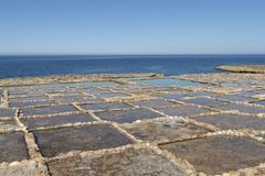 Casseroles de sel de Gozo photo stock