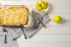 Casseruola casalinga della ricotta con le mele Senza zucchero Il concetto di cibo sano, perdita di peso, cottura adeguata, dieta  immagine stock